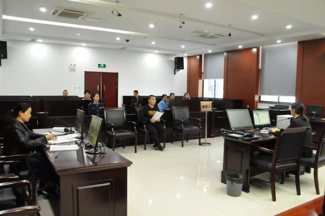 一名恶势力犯罪集团漏网成员今日出庭受审