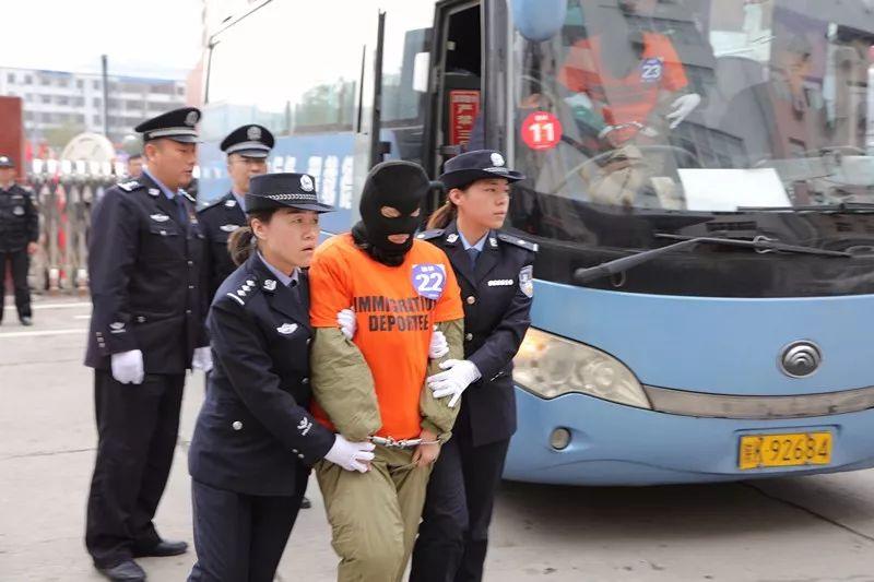 """府谷�h公安局�A�M完成""""9.17""""跨���信�p�_案件2��C�c犯罪嫌疑人�b押���工作"""