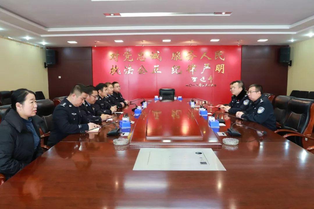 榆林市公安局党委委员、副局长张亚斌来府开展春节前走访慰问活动