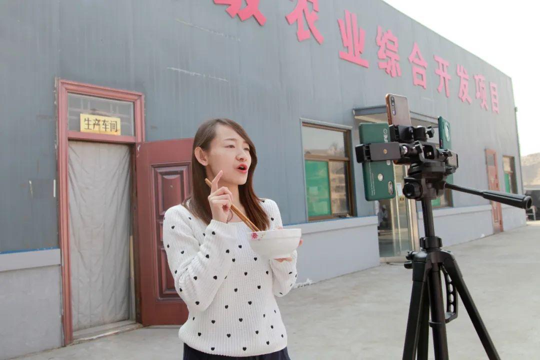 拍视频、做直播,网红带货吴堡挂面日销8000斤
