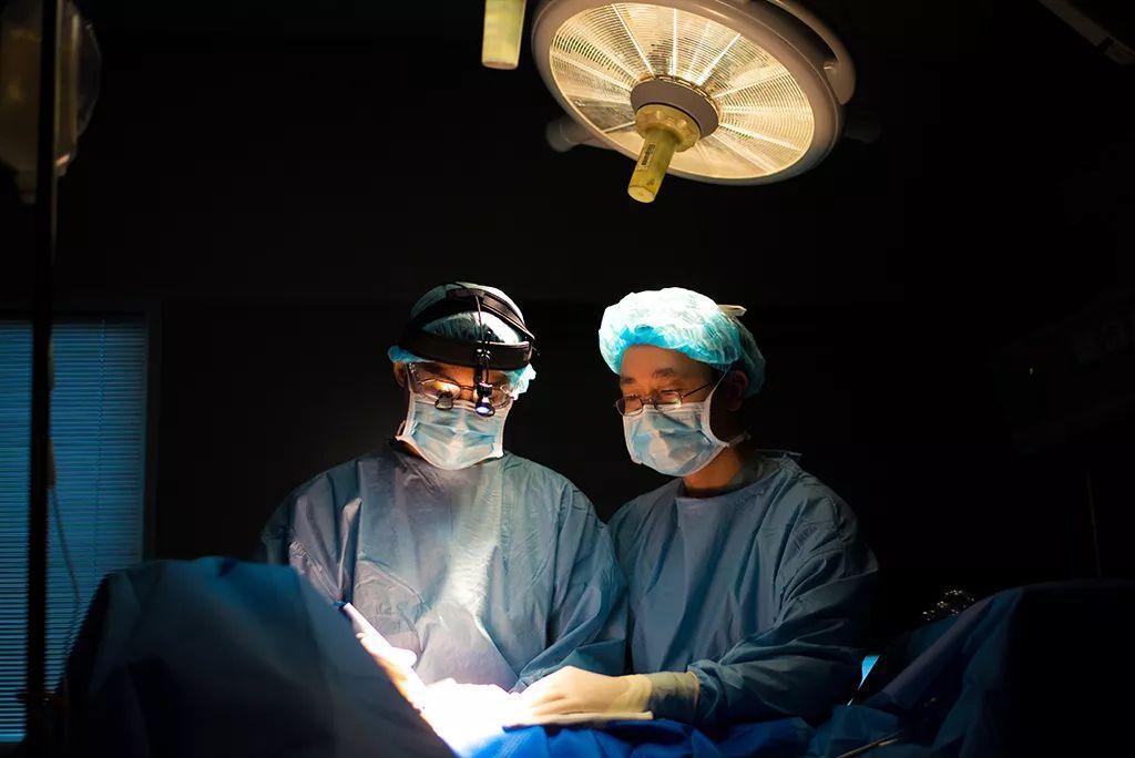 """�@名霍邱人被授予""""美��外科�W院""""成�T!全���H8人!"""