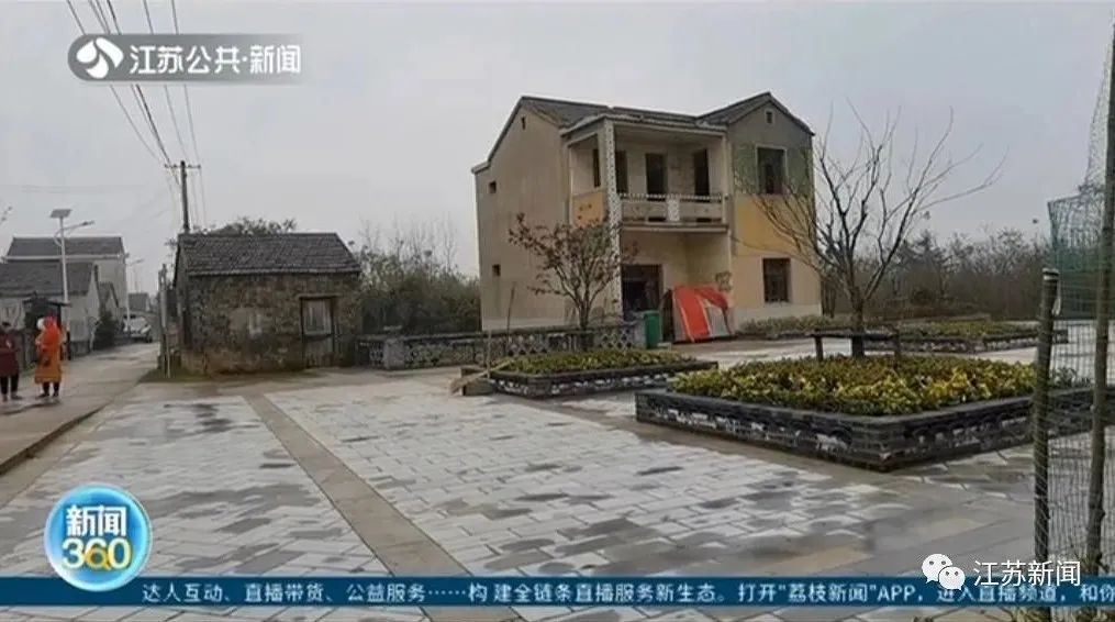 男子两个月没回家,回去一看惊了:院子里建了座公厕!
