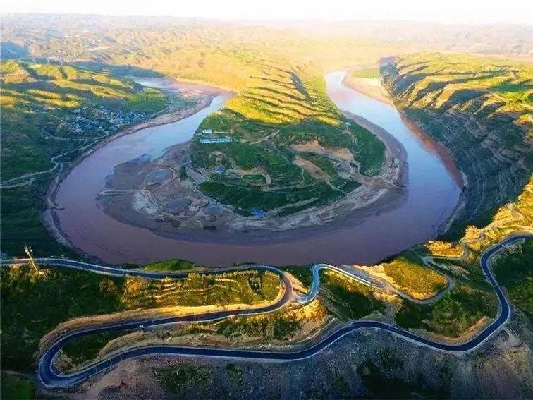 北起榆林市府谷县,依偎在母亲河旁,这条公路不一般...