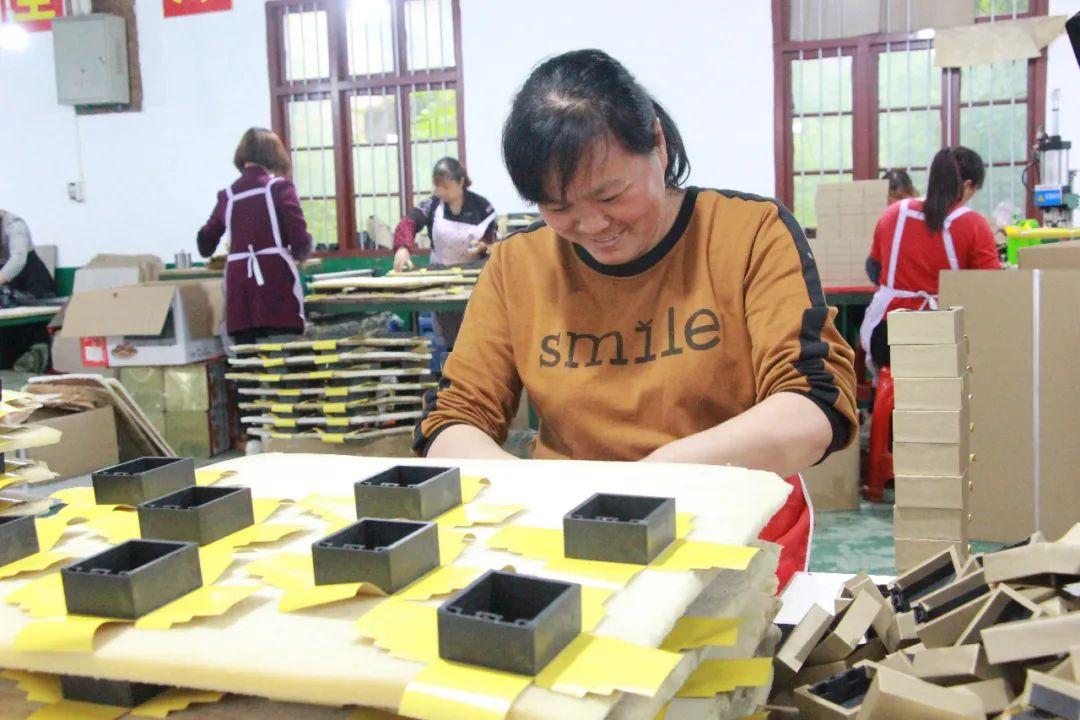 稳稳的幸福!宁乡77家扶贫车间为695名贫困户解决就业问题!