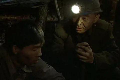 �西男子�V井下撞死工友冒充家�衮_取36�f�r��金!逃亡9年�K被抓�@!