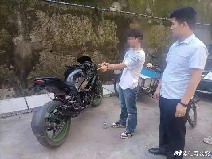 仁寿警方抓获一名涉嫌盗窃的男子,追回被盗摩托车一辆