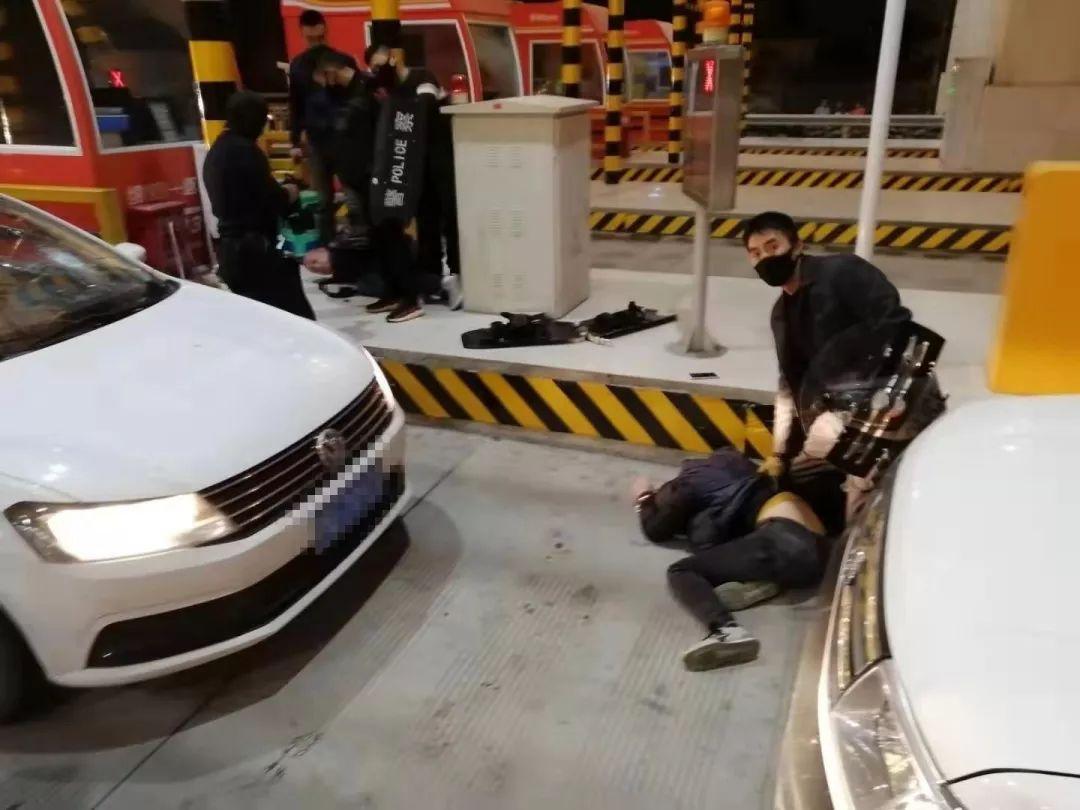 砰!砰!砰!三声枪响,10多名绵阳警察抓毒犯惊心动魄