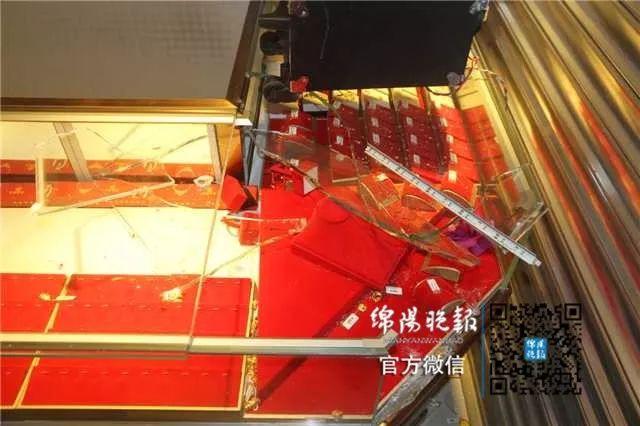 绵阳一商场黄金商铺凌晨被盗!损失十余万元!嫌疑人就藏在商场内!