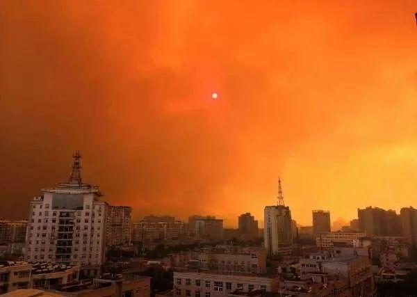 揪心!四川凉山州发生森林大火,救灾仍在进行……