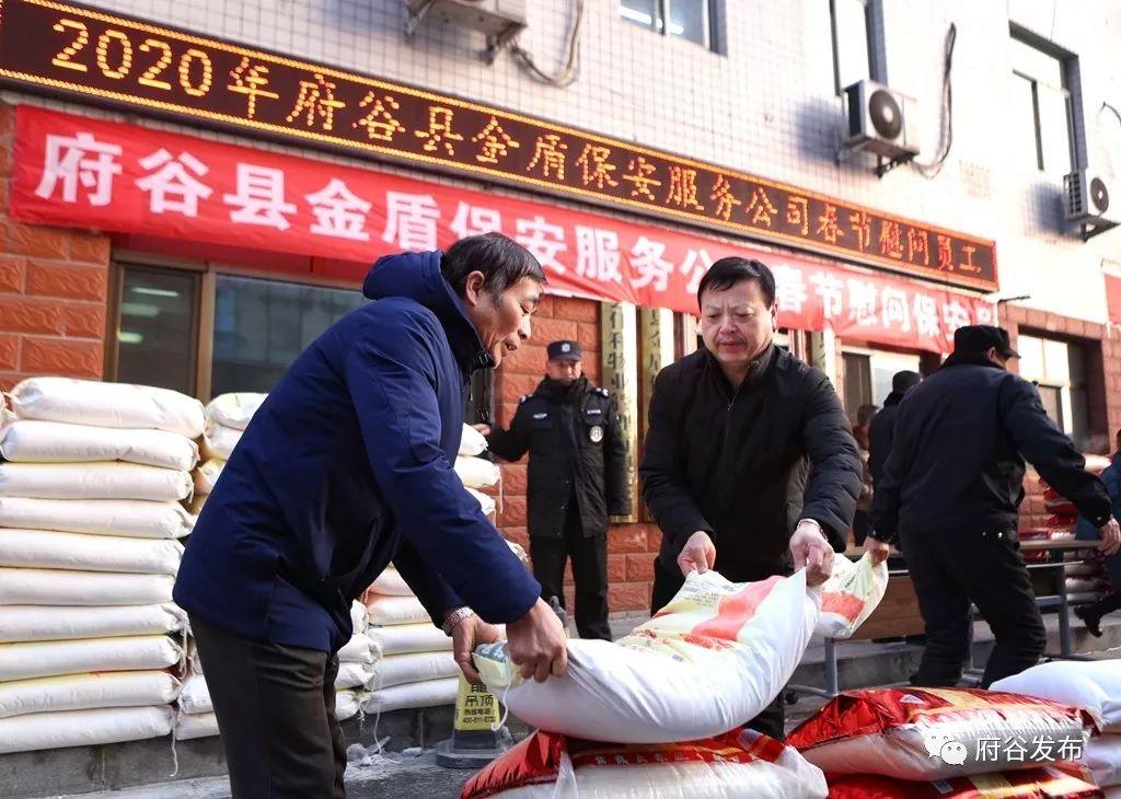 �l福利啦!1500袋米面暖人心