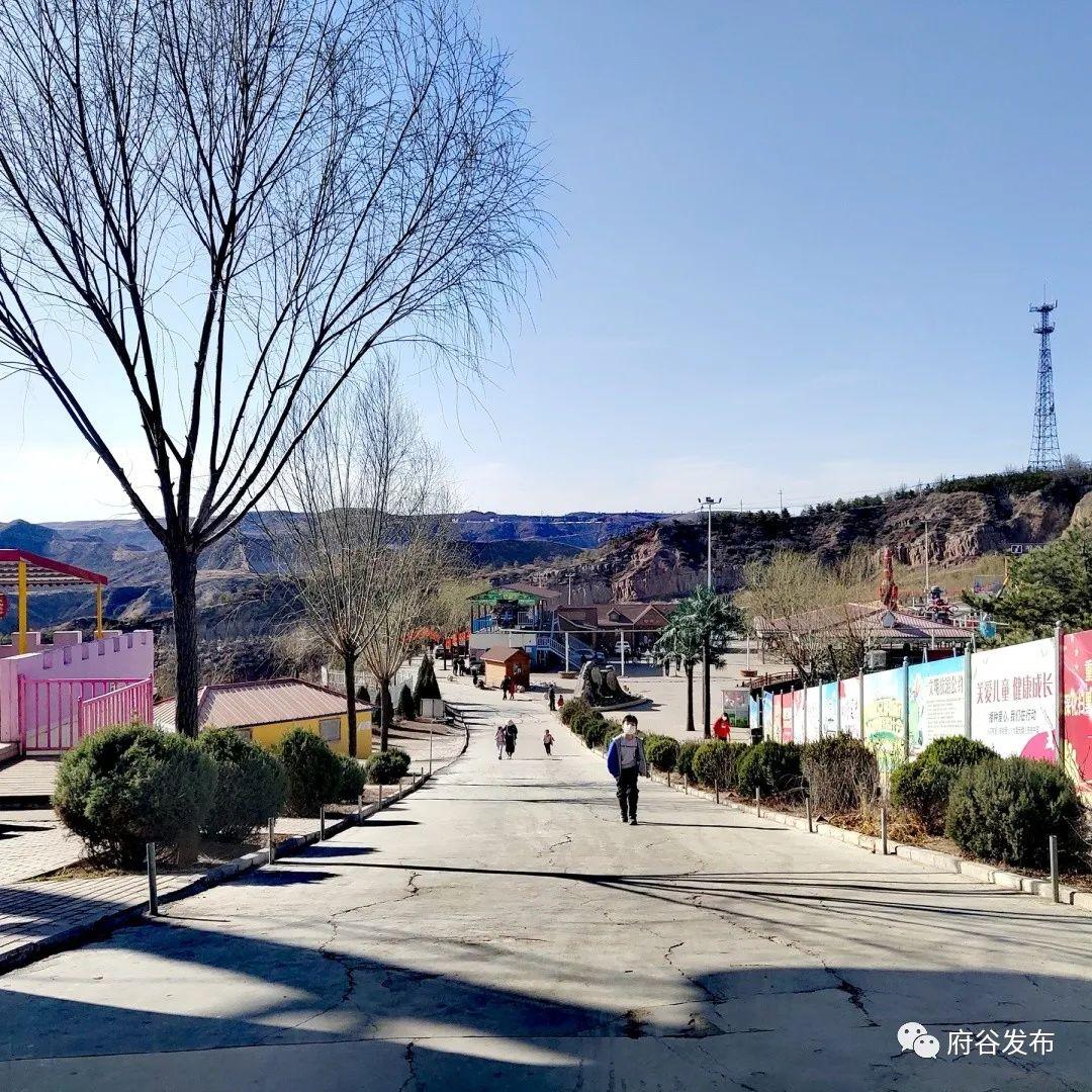 神��山景�^:春暖花�_好�r光