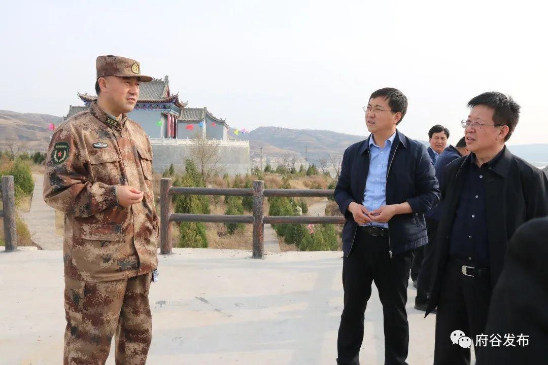 徐磊到王家墩便民服务中心调研脱贫攻坚工作