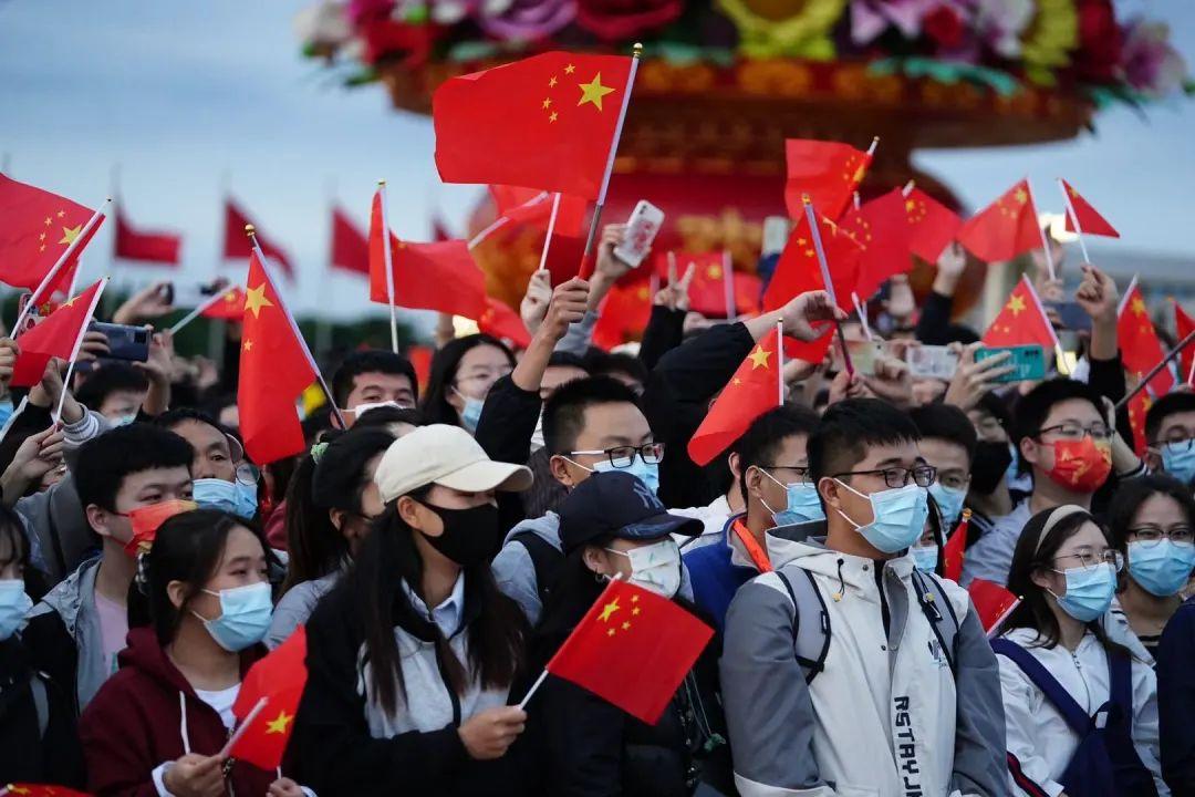 喜迎国庆,郑州满城中国红