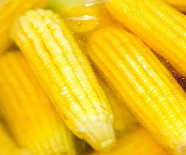 煮玉米的水,千万一滴别倒....