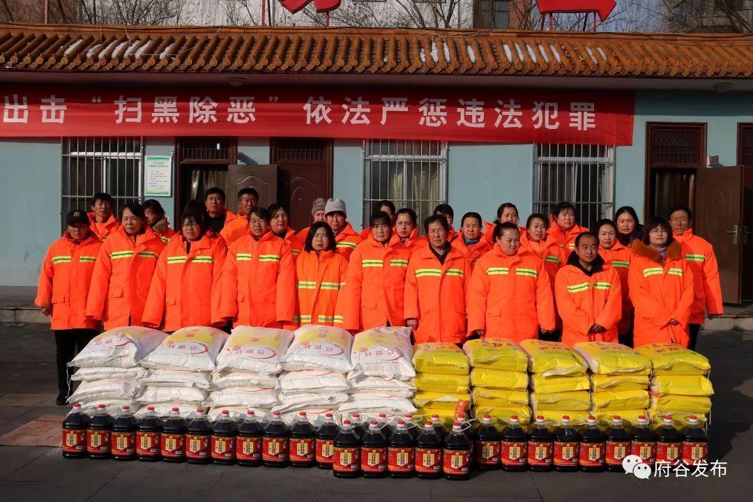 府谷县总工会慰问一线环卫工人