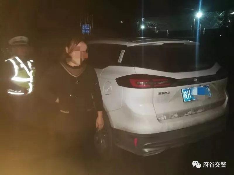 一女子在庙沟门镇涉嫌醉酒驾驶机动车被府谷交警查获!