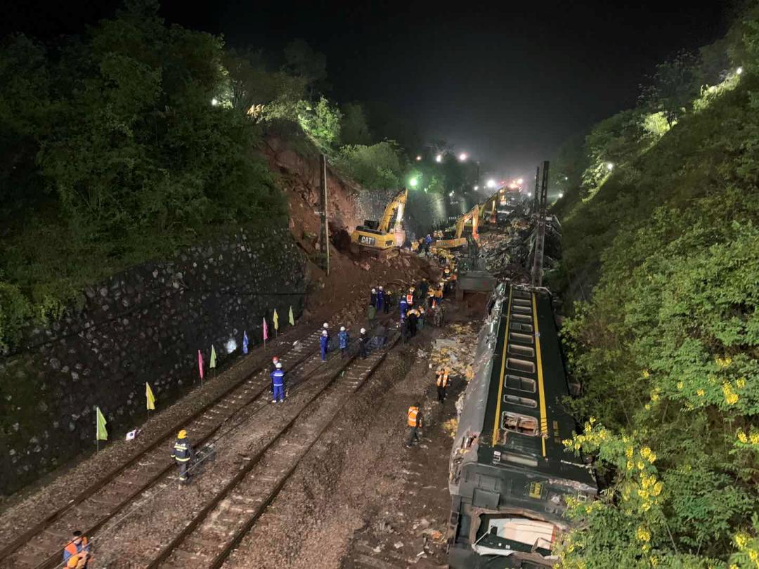 T179列车脱线事故1名乘警遇难,铁路部门调整京广南段列车运行88列