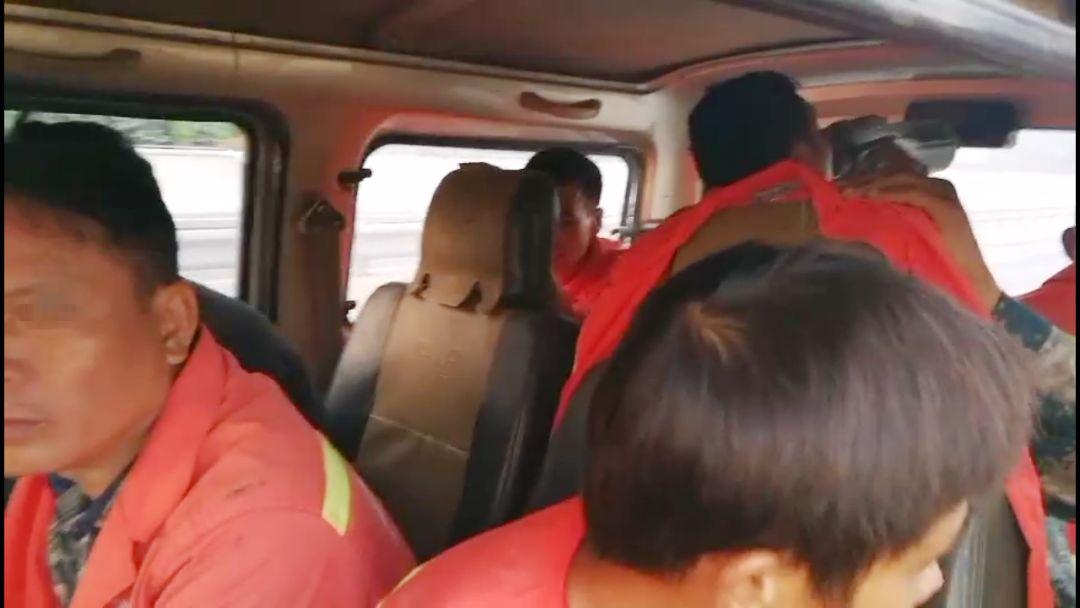 核载6人实载18人,面包车司机被刑拘