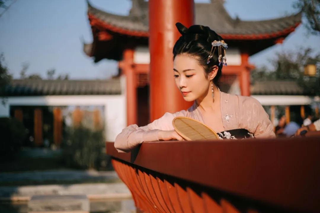 阳春三月,温暖来袭,妇女节当天女性免费游园