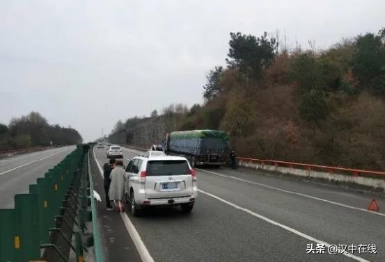 西汉高速发生四车接连追尾!