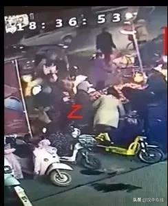 汉中洋县女子在买桔子被小偷盯上,手机被秒偷....