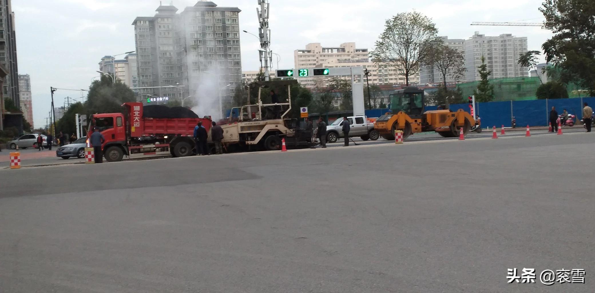 汉台区汉宁路与梁州路十字路口,正在施工中