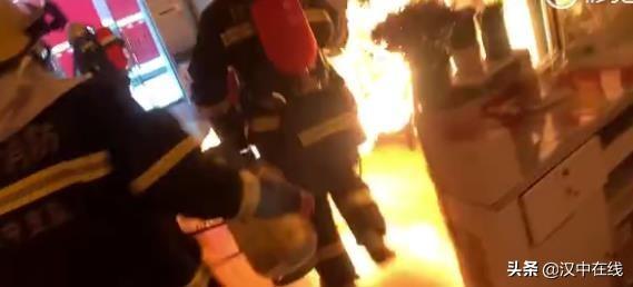 抢出火球、关阀灭火,汉中这位消防员仅用时36秒!