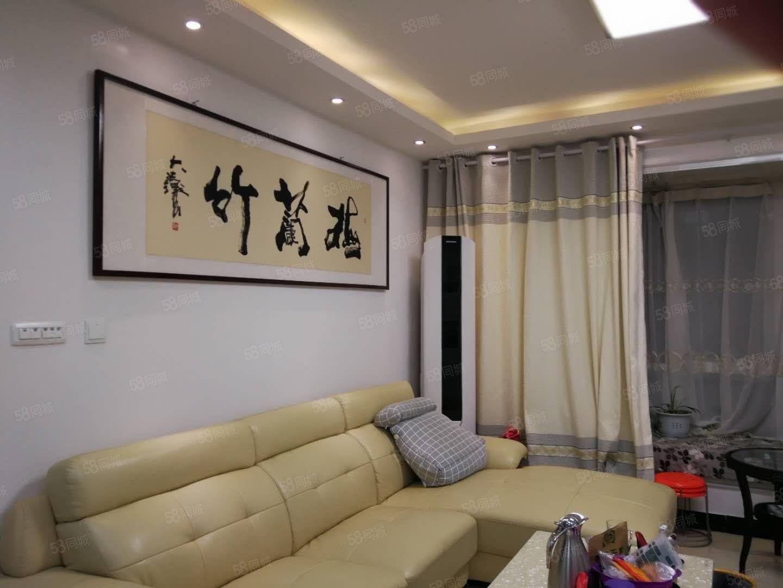 大悅城中間樓層精裝修帶家具家電!雙拼戶型!有證滿兩年!可以貸