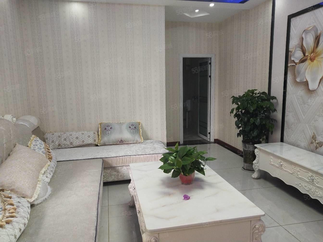 东城车站旁精装小三室,税满两年过户便宜!