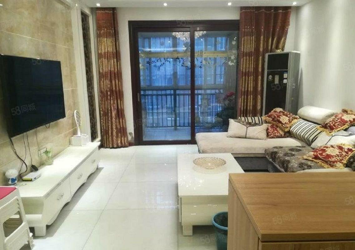 融辉城二期4房精装修带地暖,有证满2年可按揭可以随时看房。
