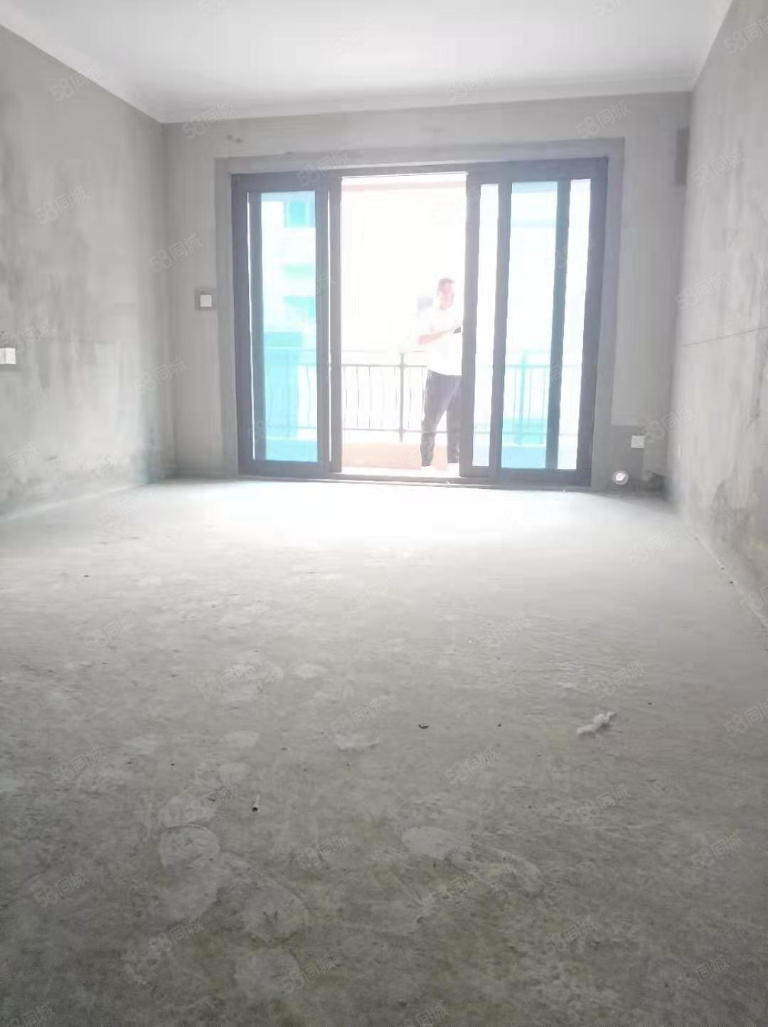 碧桂园龙城性价比超高,单价低,随时看房,户型方正,采光充足