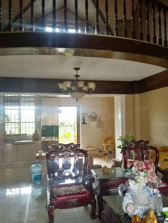 茶马古城b区好房出售,一楼是商铺二三楼是住房,现房主特价出售