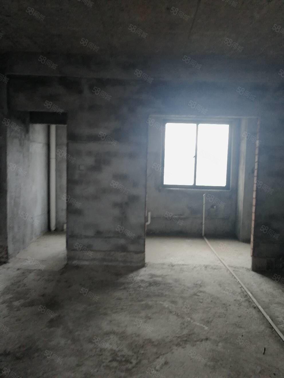 東方新城大四房高層,毛坯89.8萬[色][色]看房1520
