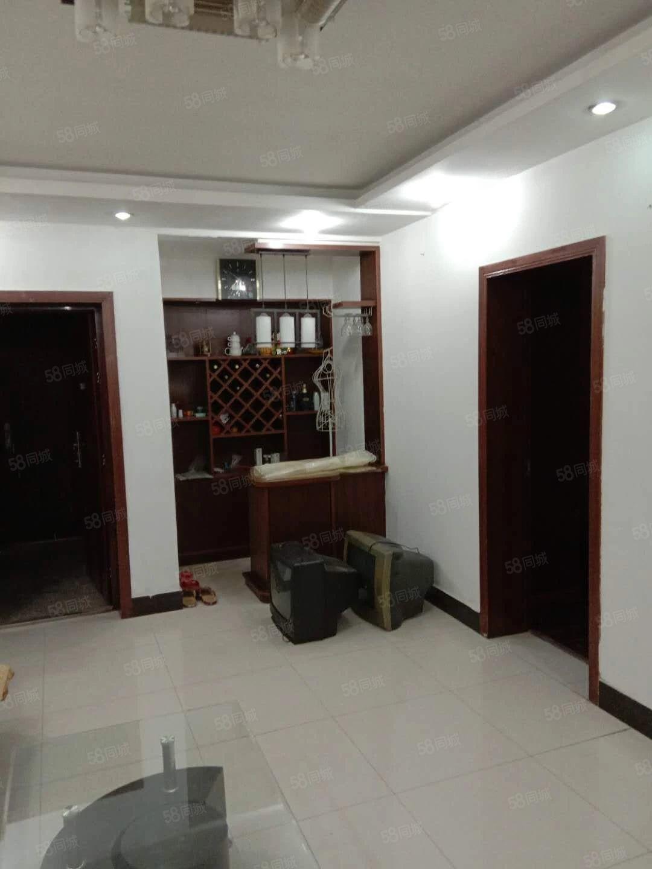 江州西路2楼精装95平方16800元1年