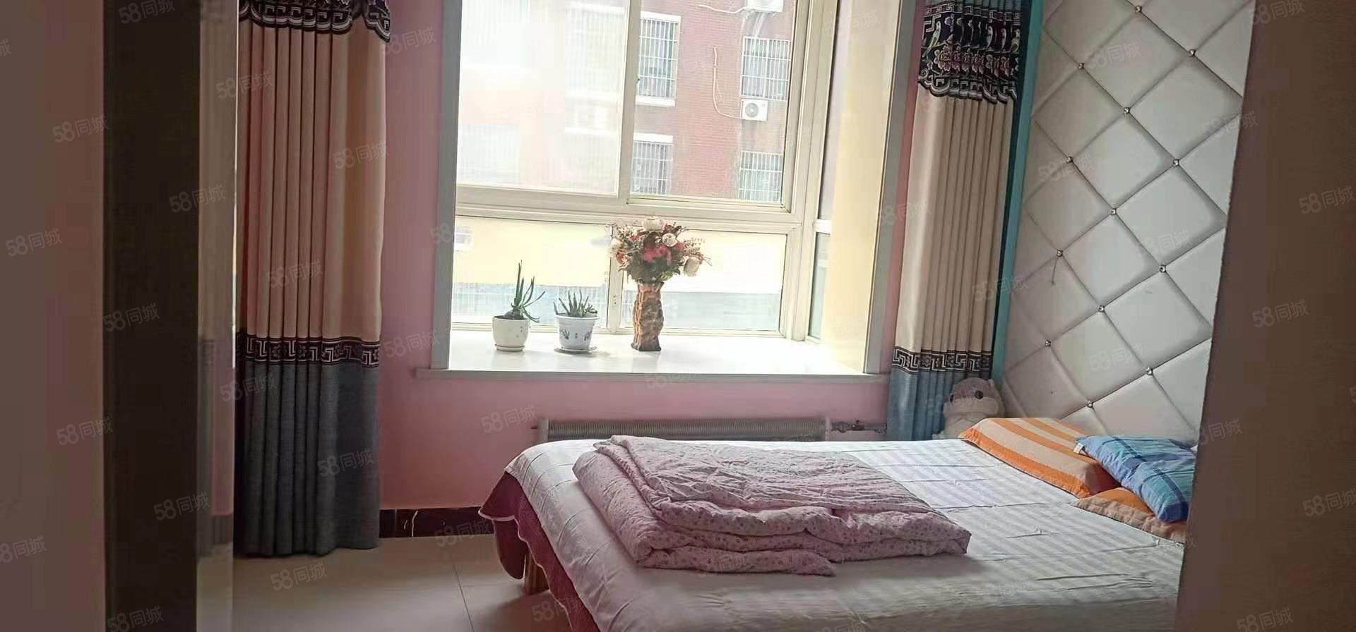 急售名門世家精裝修兩室兩廳75平68萬,靠銀座