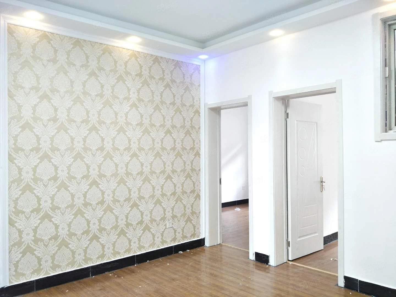 永城大酒店西,高楼新村,90平方三室,精装修,户型好采光好!