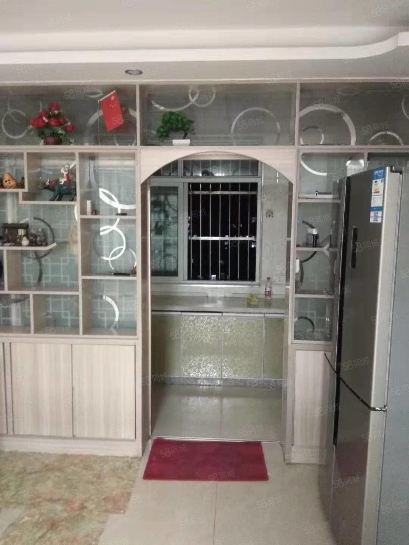 雙碑小區三室一廳精裝電梯房出租,家具家電齊全,16000年