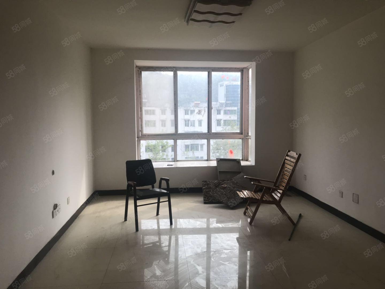 出售红城首付背后一套4室房