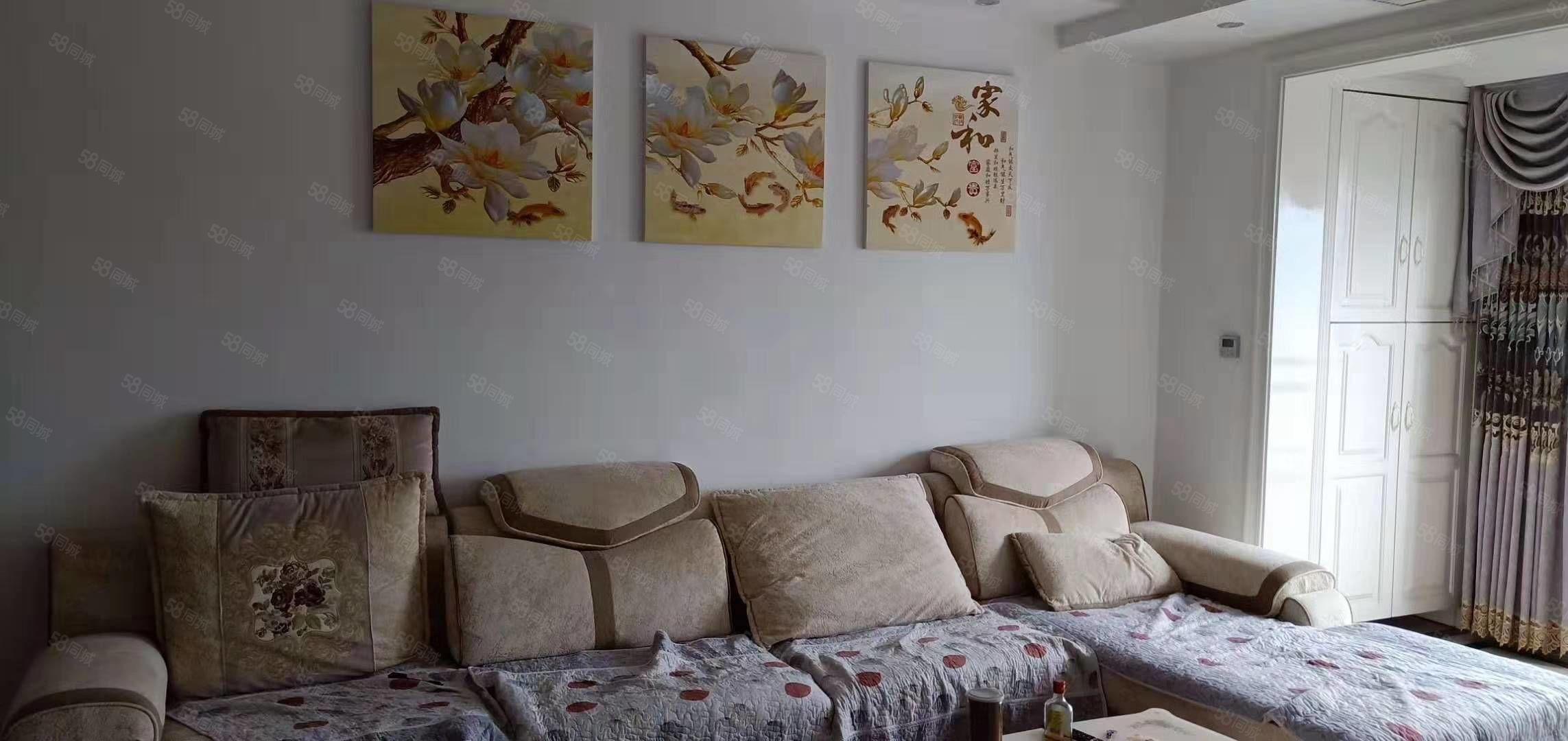 圣泉小区,80平米,2室2厅,5楼精装,价格38万,可按揭。