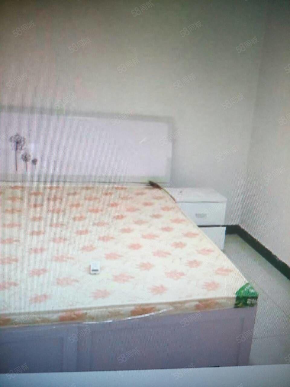 锦绣瑞园三室二厅一卫干净卫生,家电家具齐全,拎包入住