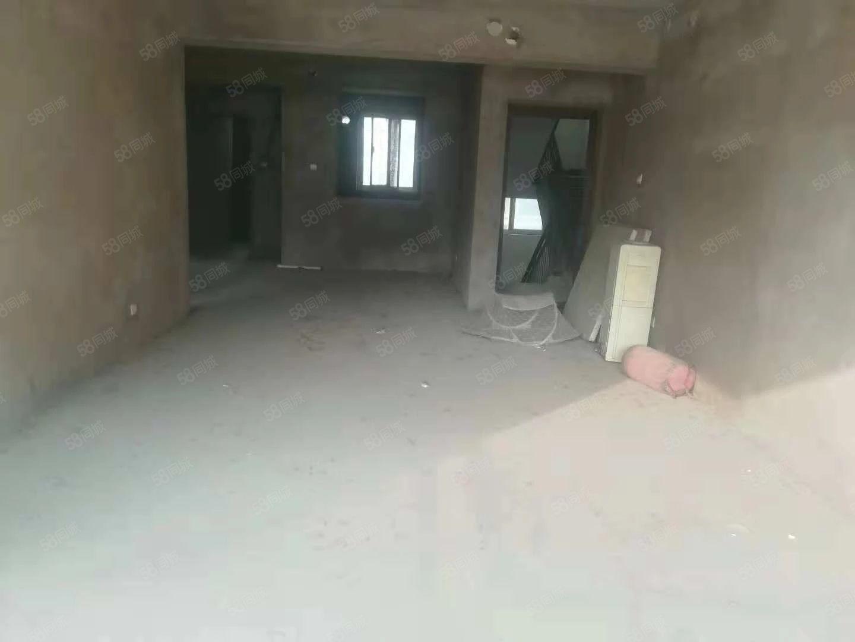 融辉城一楼带院121平三室两厅两卫,院子有50平首付仅21万