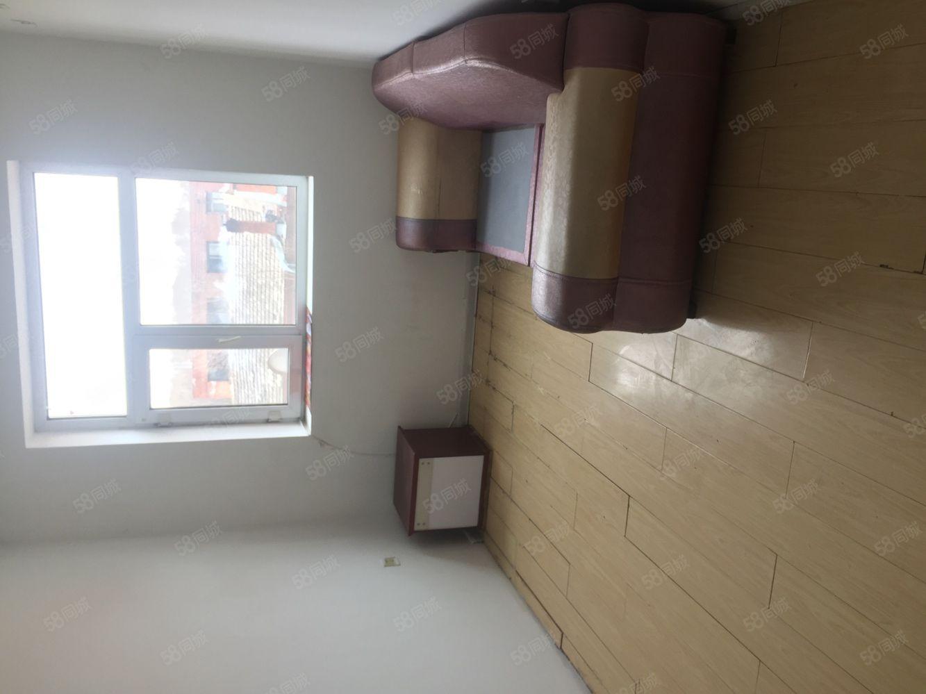 出租,南山鑫苑2楼75平米两室一厅出行方便,拎包入住