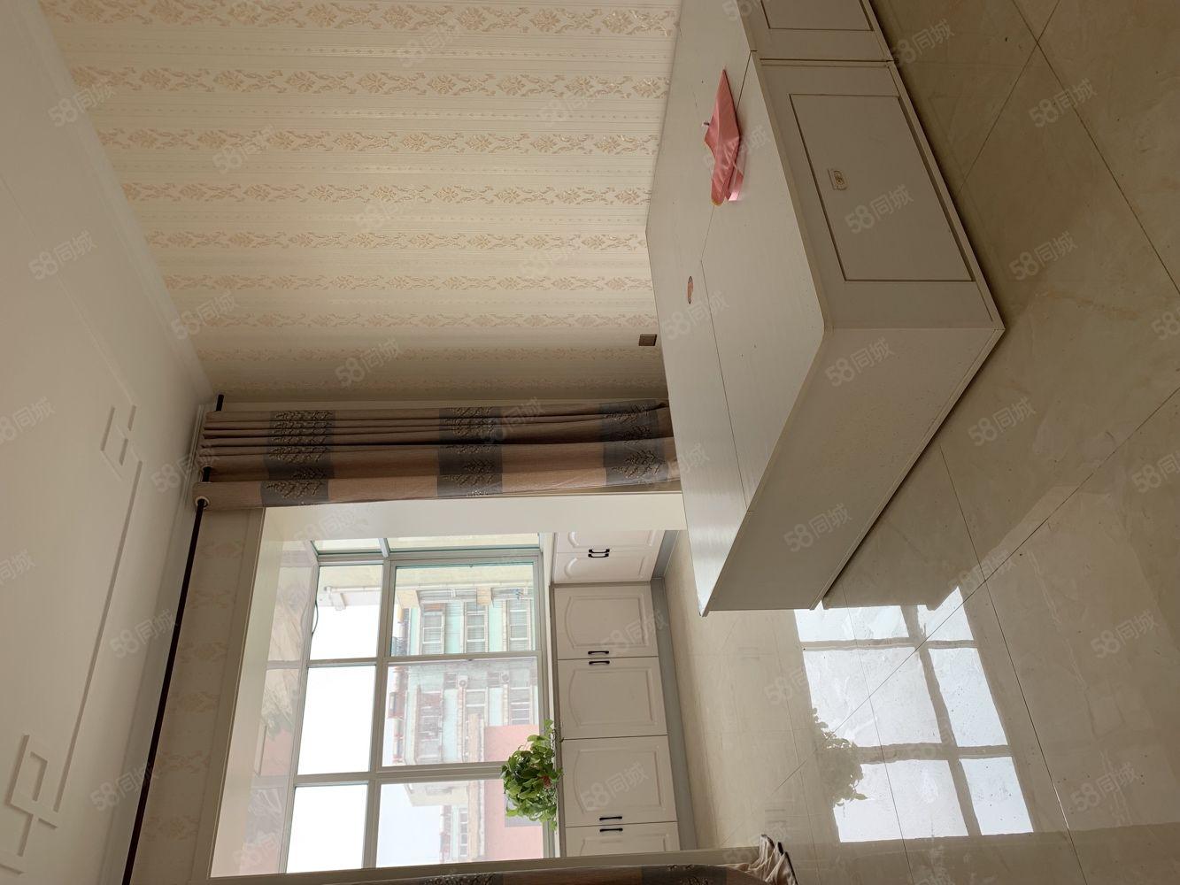 南工房四層一室精裝修學區房臨近市場隨時看房