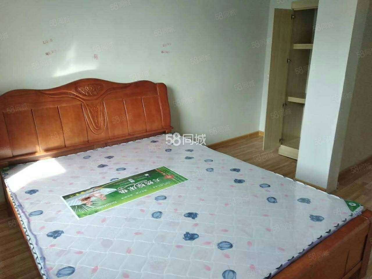中央公�^,一室一�d,家具�R全,冰箱,洗衣�C,空�{,暖�饷�猓�
