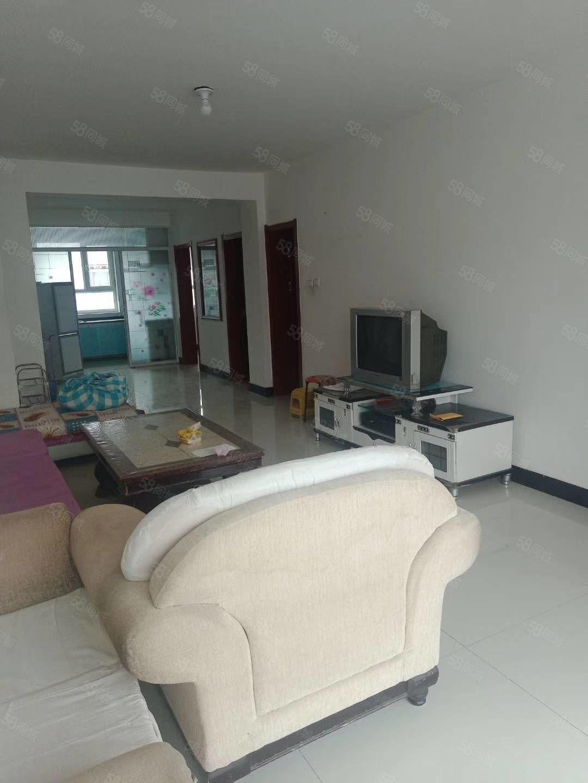 紫瑞园三室两厅,地理位置极佳,屋内设施齐全