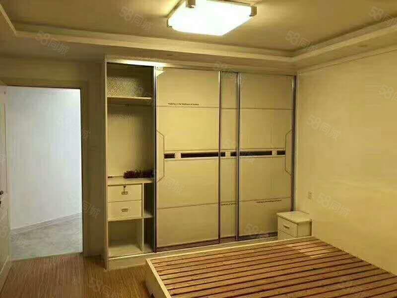 东城一品公寓电梯精装2室!新装未住过人采光好,紧靠湖小新县中