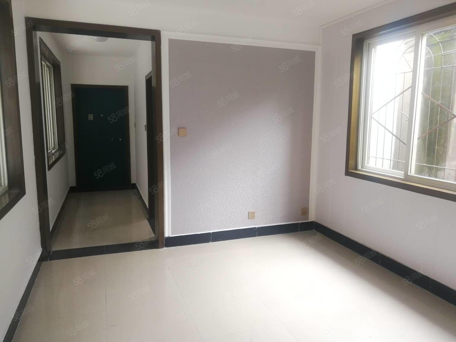 天鹅湖国家电网旁一室一厅二楼新装修已通天然气采光良好