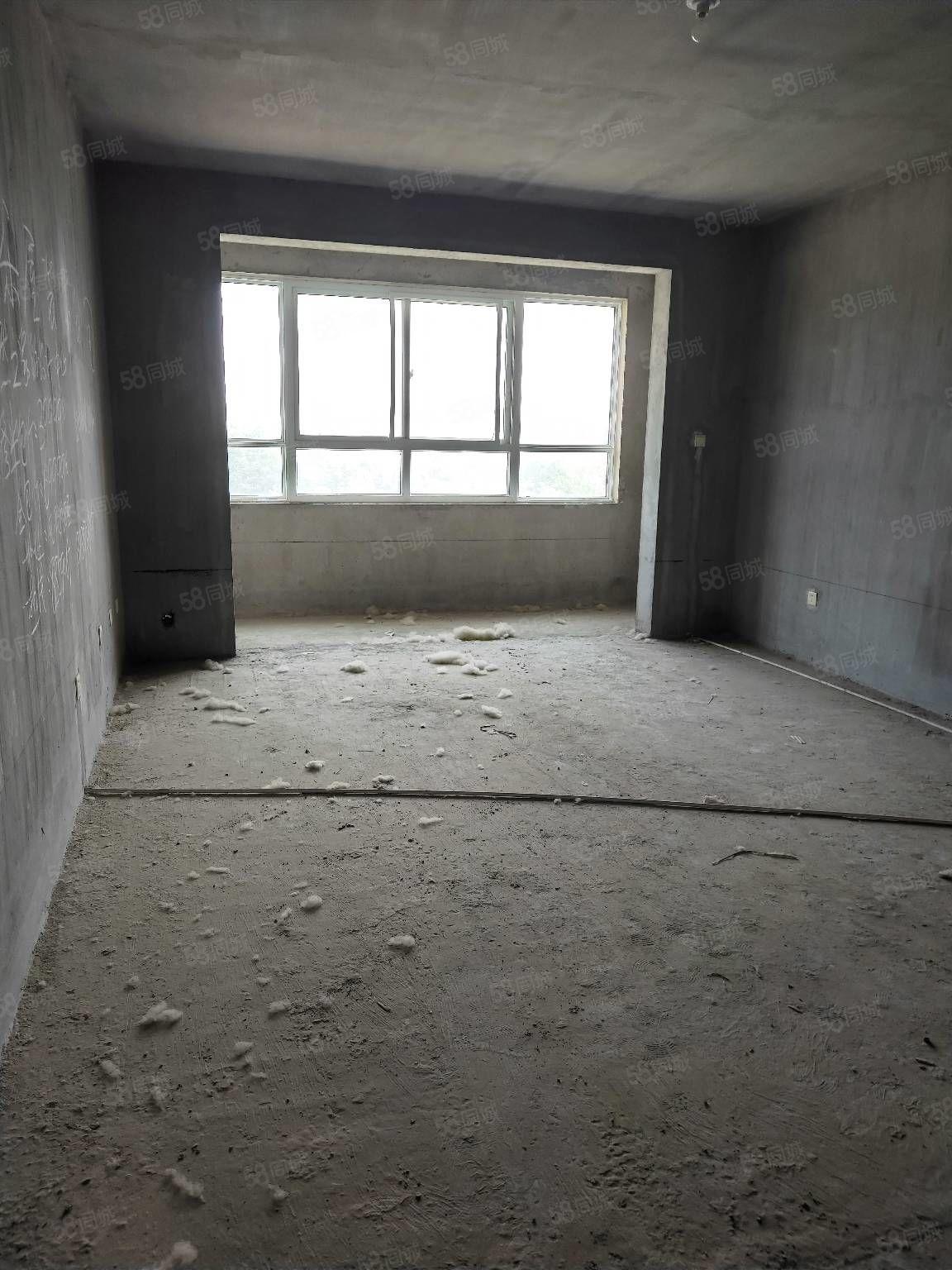 長城華庭電梯2樓三室兩廳兩衛毛坯138平70萬有證可以分期