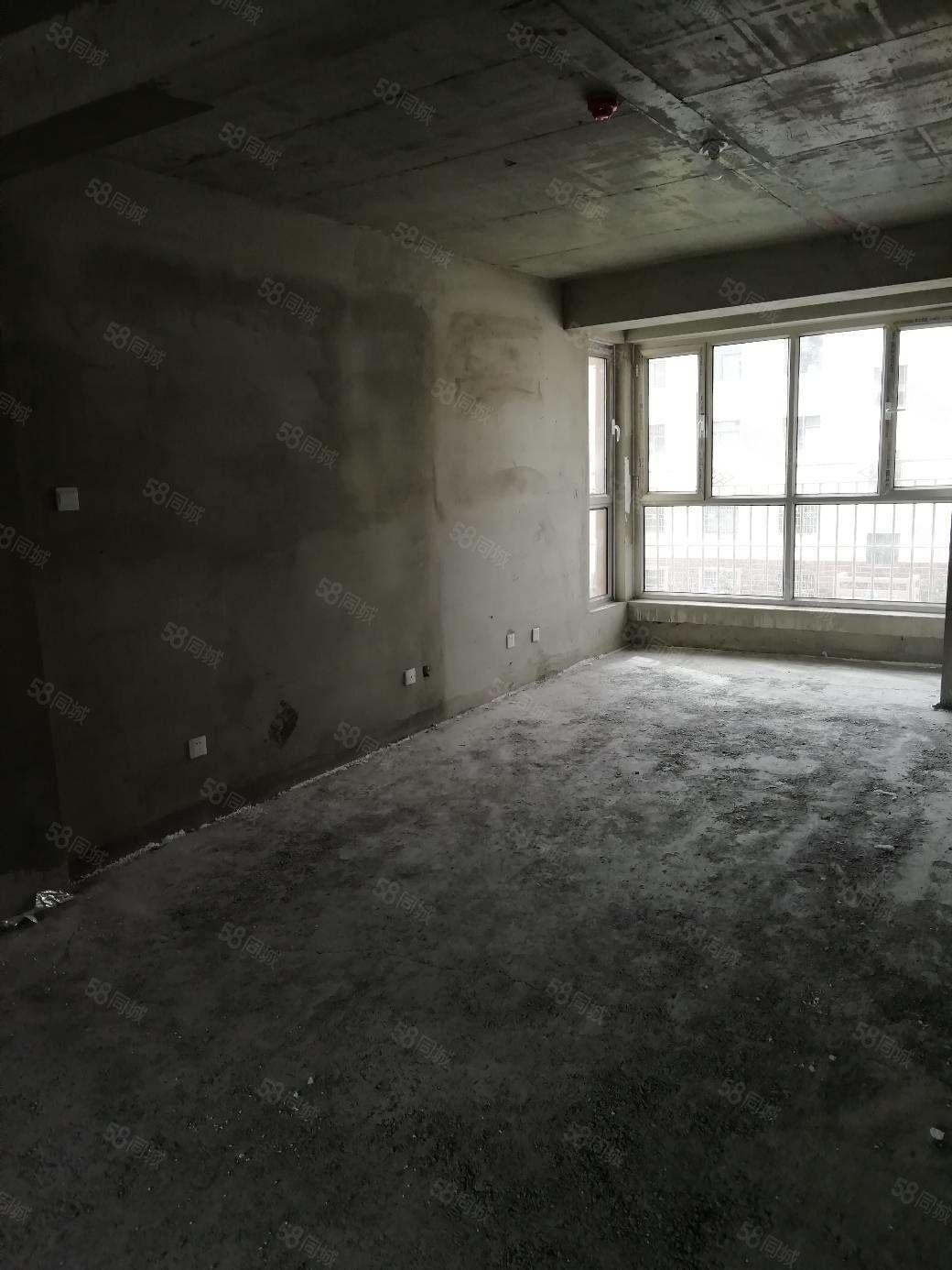 七中学区房3楼精品房低价出售可按揭仅此一套