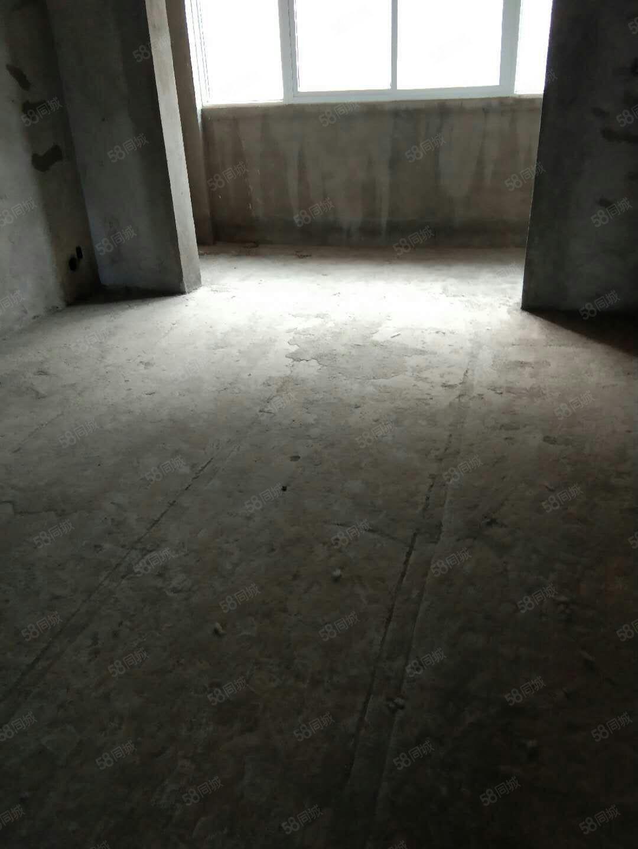 月儿湾花园18楼毛坯三室两厅